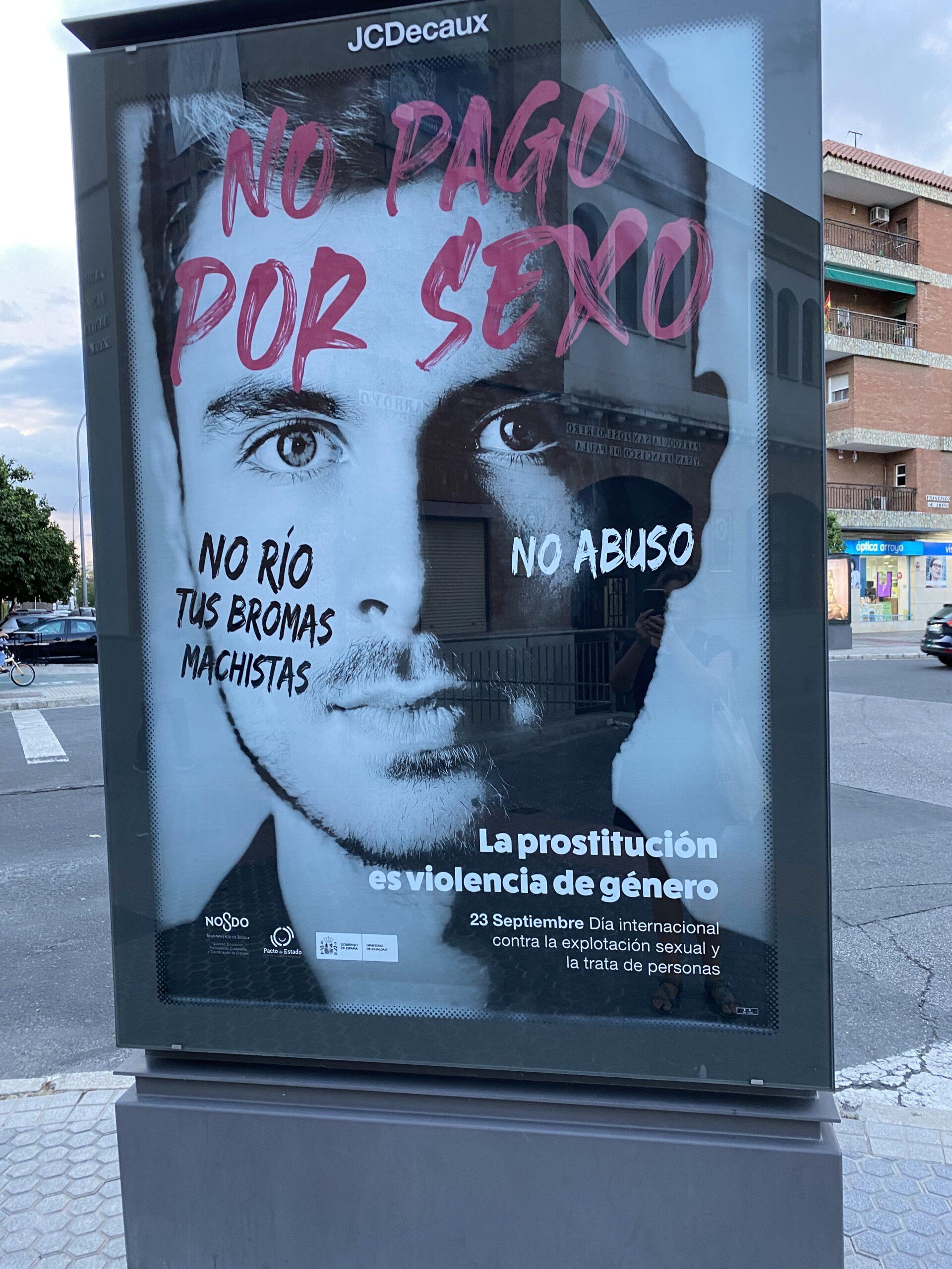 Cartel de la campaña 'No pagues por sexo' en una calle de Sevilla.