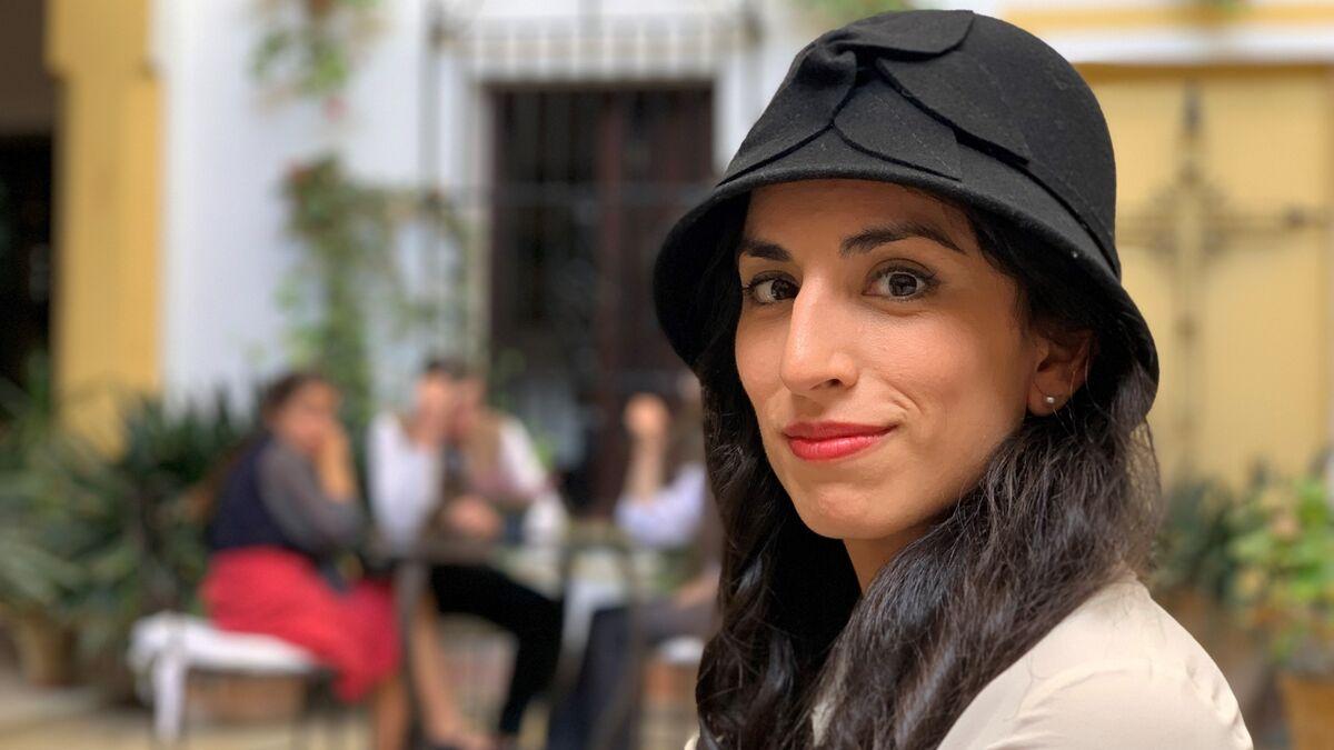 La actriz Paula Iwasaki caracterizada como Larissa Swirsky. Fermín Cabanillas.