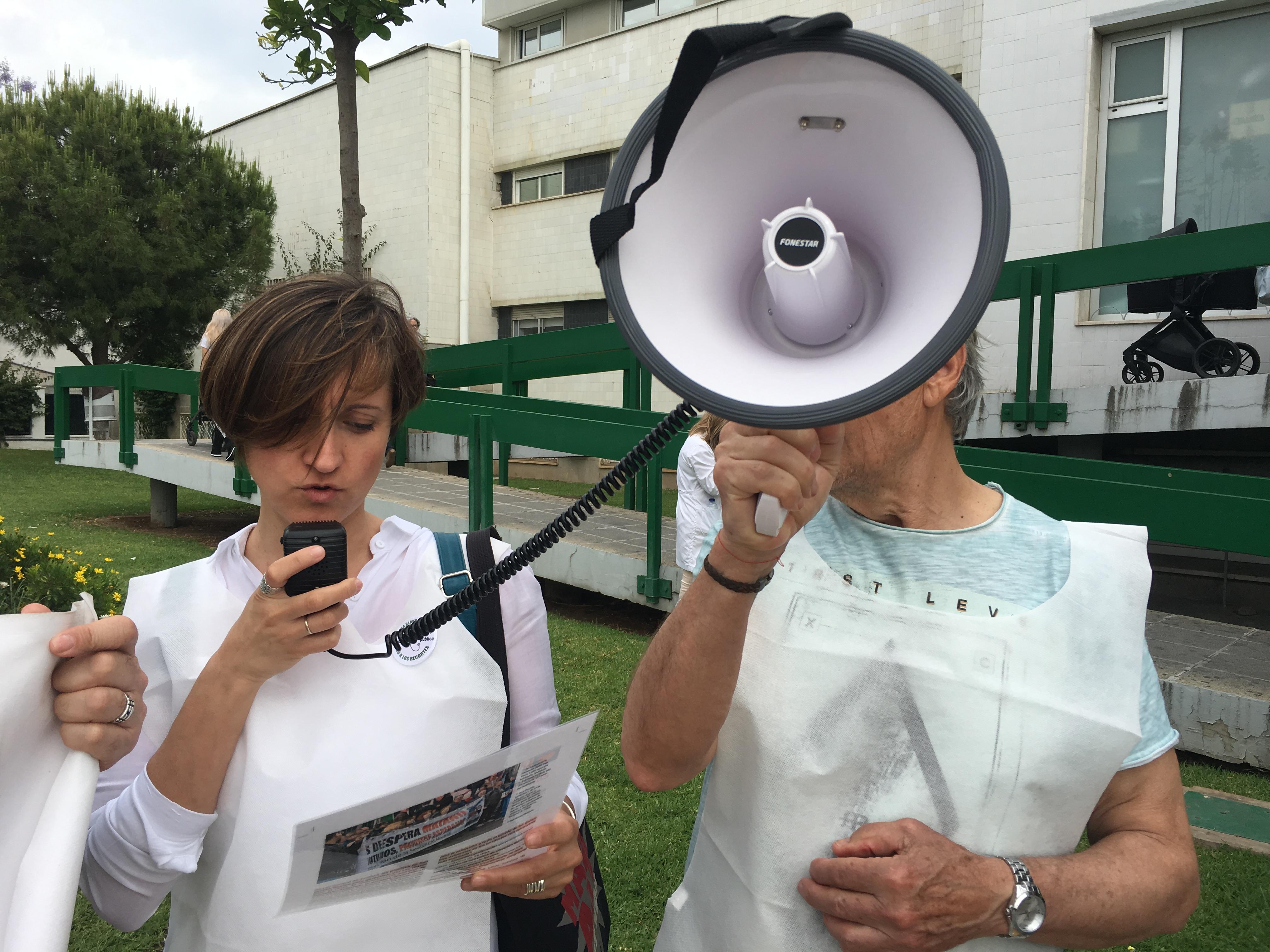 Ruth Suárez durante un acto en defensa de la sanidad pública. / FOTOS: La Giganta digital.